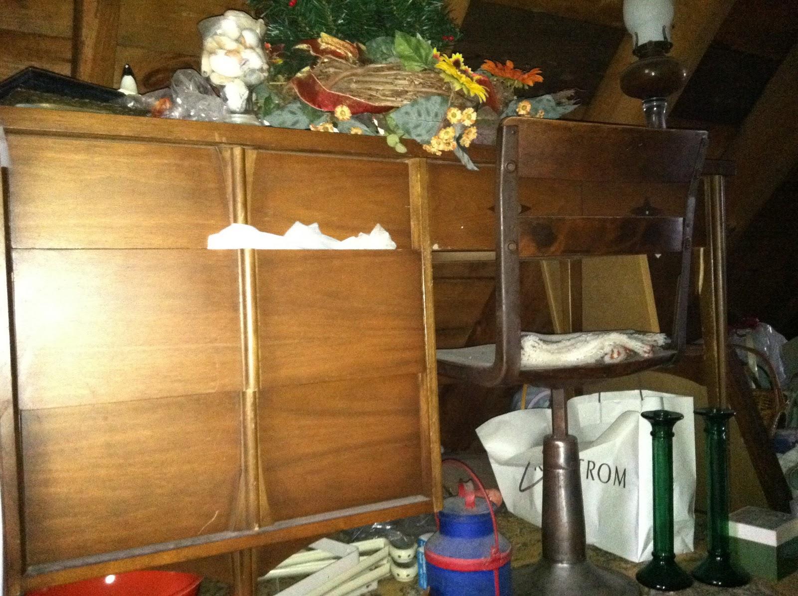 Fresh Attic Living Room Escape Walkthrough