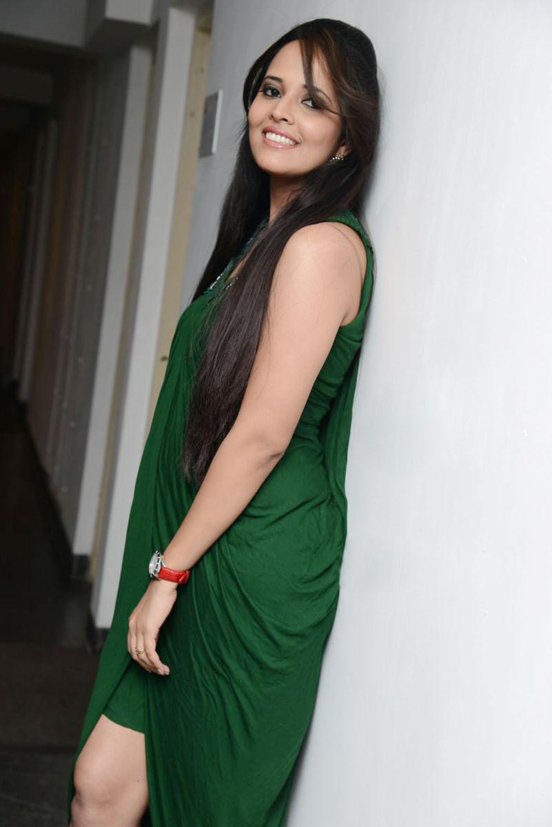 Anchor anasuya latest hot stills hot wallpapers for Latest hottest pics