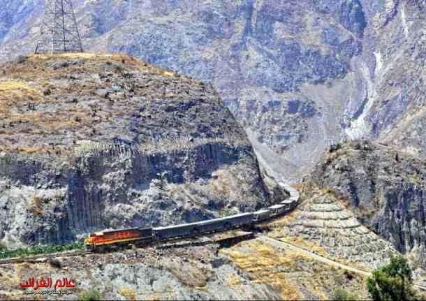 قطار مدهش، عالم العجائب