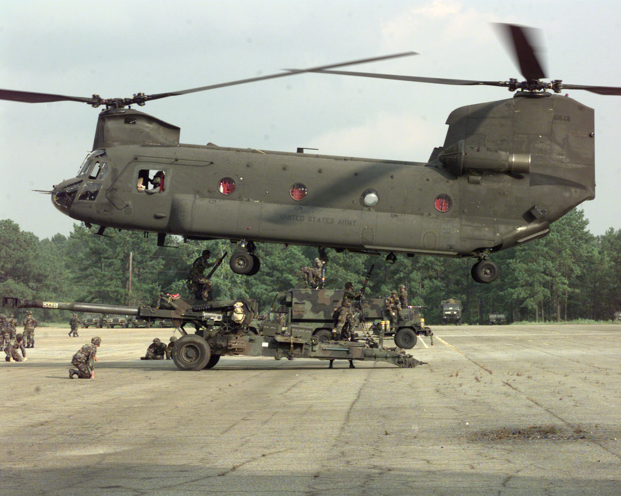 CH-47 Chinook heavy lift helicopter