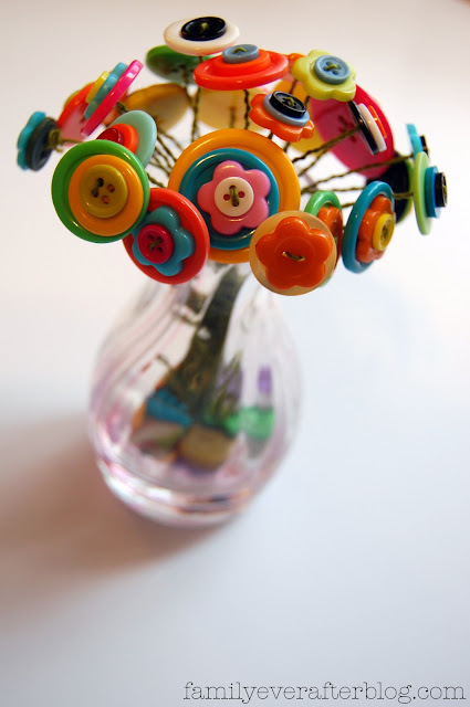Button Flower Bouquet - such a cute and easy Mother's Day gift idea! All you need is a jar or vase, wire, and buttons!