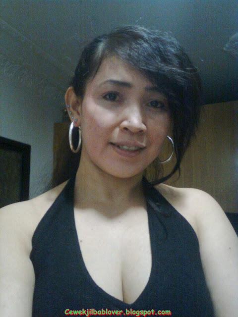 Tante Bispak Sange Nungging Pamer Pantat Semok Pic 12 of 35