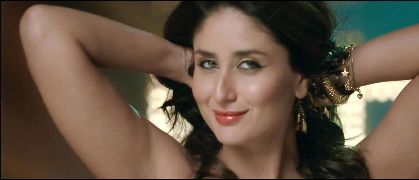 Kapoor back kareena hot