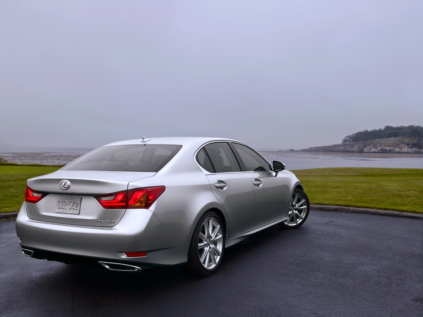 Rear 3/4 view of 2014 Lexus GS350