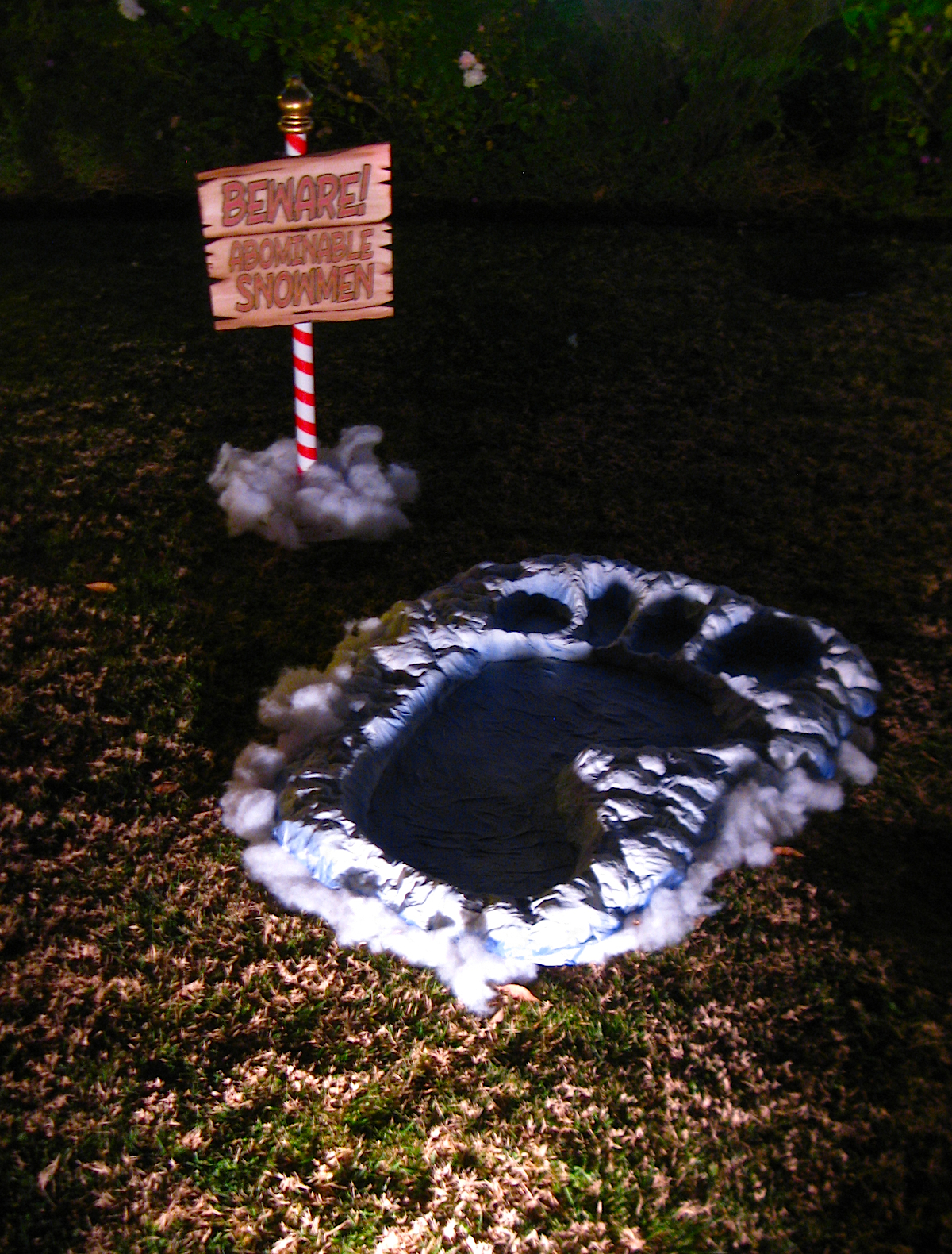 Dave lowe design the blog the christmas lawn display for Abominable snowman yard decoration
