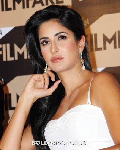 Katrina kaif white tank top - (2) -  Katrina kaif photos