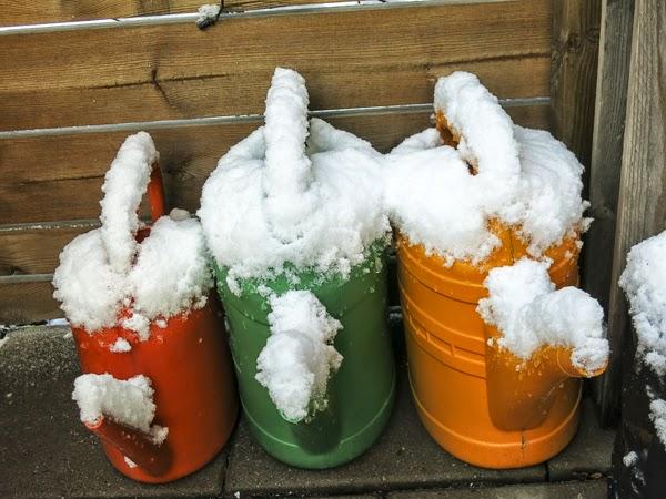 snö, vattenkannor