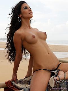 Sexy nude female fart loud