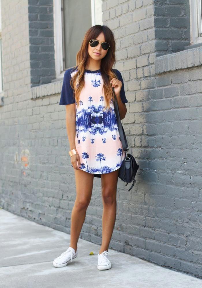 Короткое платье с кроссовками