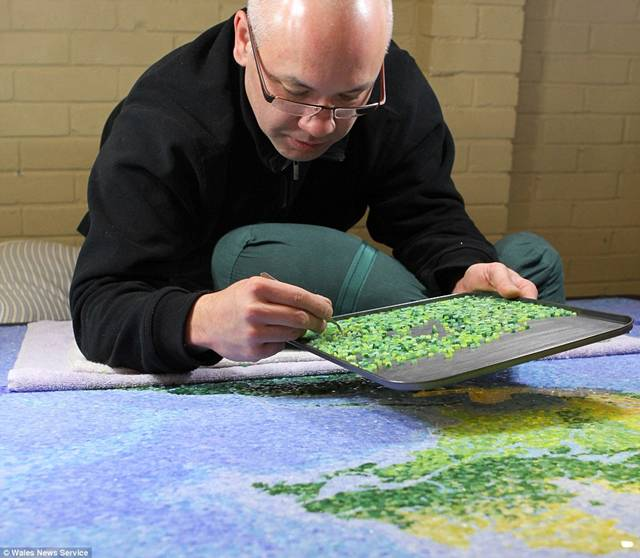 English artist Chris Chamberlain has completed his ambition to build a large scale mosaic of the world using hundreds of thousands of tiny, twinkling pieces of glass. He used 300,000 hand-cut squared shape stained glass; 1,238 jewels totalling 260 carats; over 6,900 internal LED lights; and 80,000 pieces of glass.