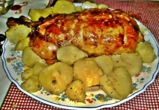 Pollo relleno con patatas