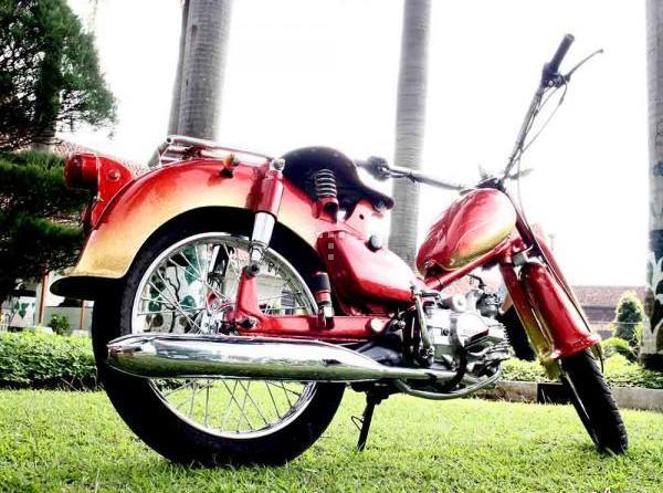Honda C70 Modifikasi Motor Bebek Keren title=