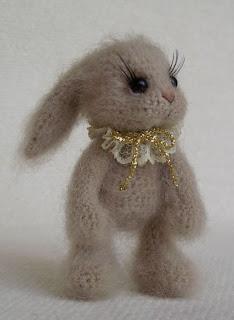 Вязаный заяц амигуруми