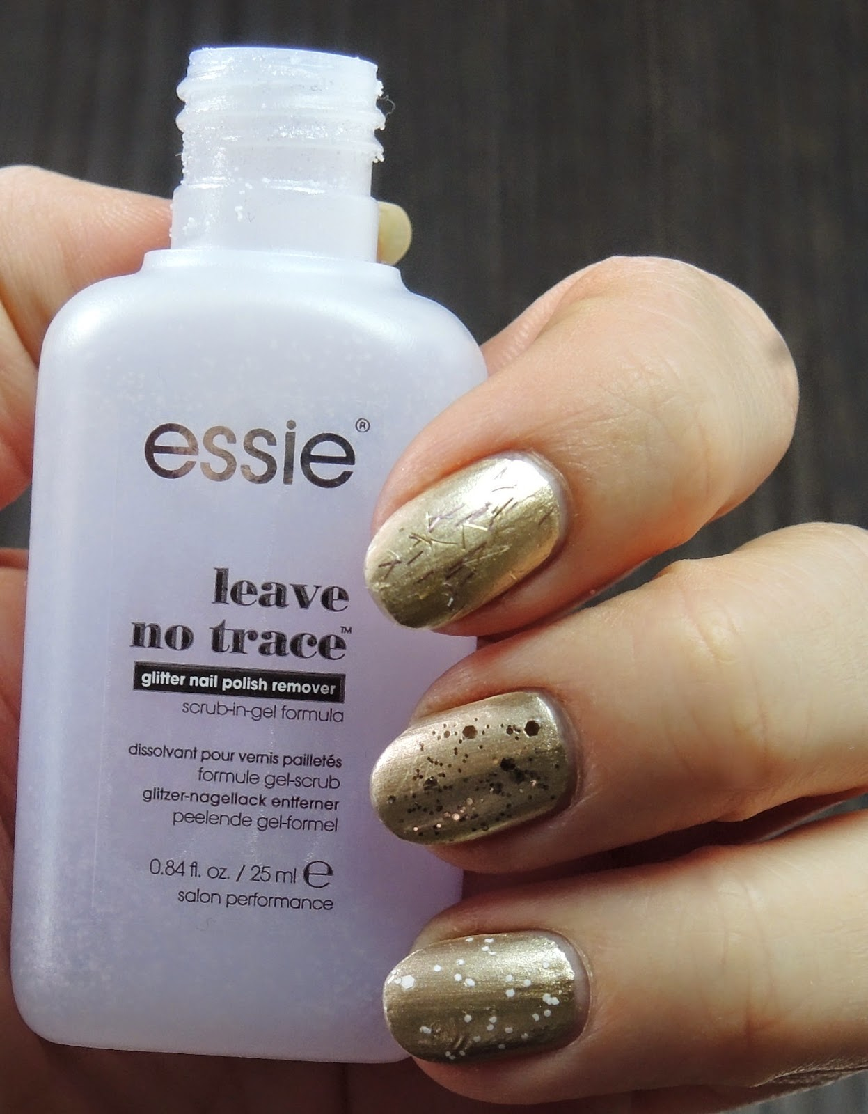 Essie leve no trace