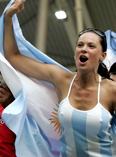 [Image: argentina-rugby-fan-nipples.jpg]