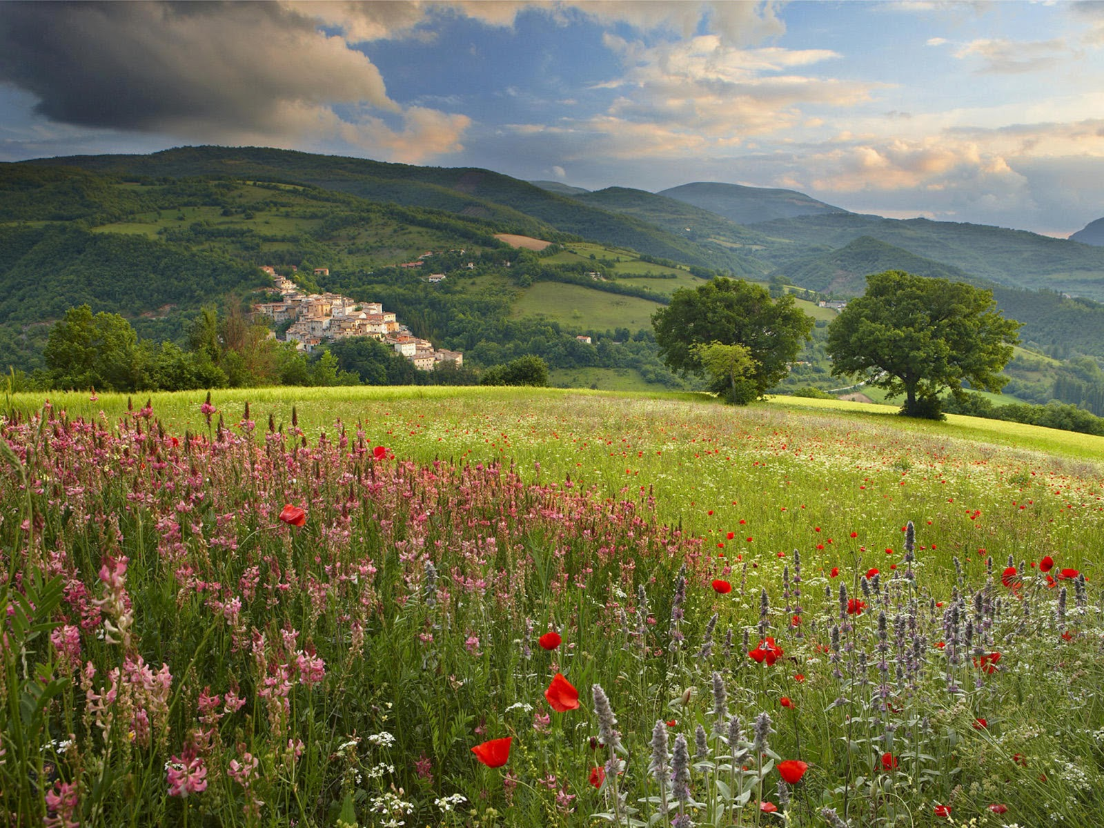 Travel adventures umbria a voyage to the umbria region for Paesaggi di primavera per desktop