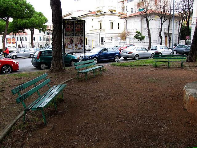 Three benches, Piazza Matteotti, Livorno