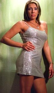 Cynthia Klitbo posando para sus fans