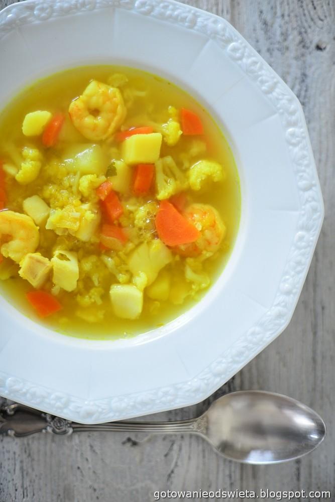zupa rybna z warzywami i krewetkami