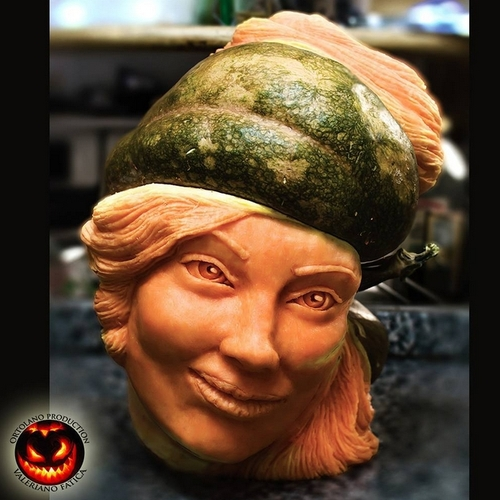 15-Woman-Pumpkin-Valeriano-Fatica-Ortolano-Production-Food-Art-Sculptures-Carved-Fruit-Vegetables-www-designstack-co