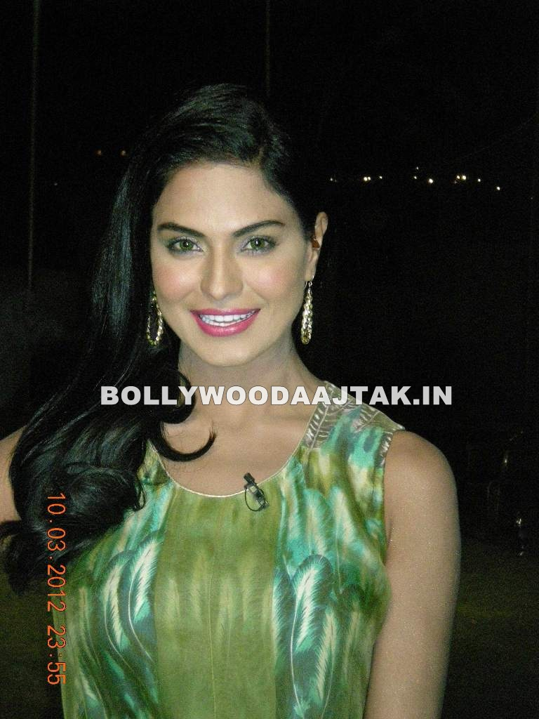 Veena Malik in green top - Veena Malik against Cricket Betting