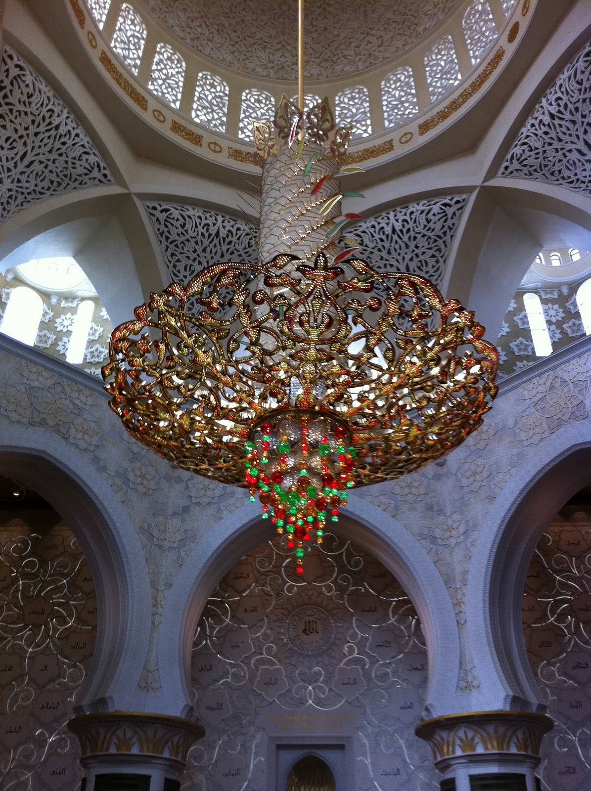 Postcards from the hedge jail break the worlds largest chandelier the worlds largest carpet arubaitofo Image collections