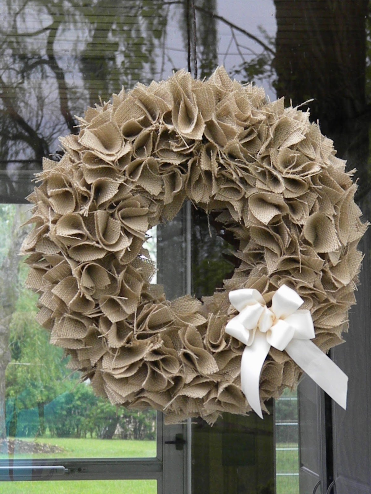 Well Rounded Burlap Wreath Tutorial: making wreaths