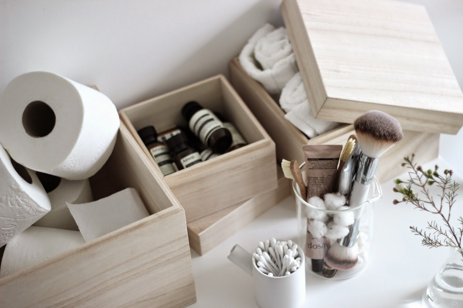 bathroom styling with nomess balsa boxes via http://www.scandinavianlovesong.com/