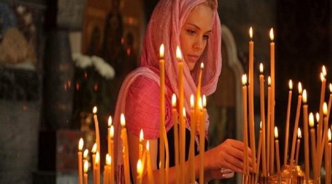 Γιατί ανάβουμε κερί στην εκκλησία; Ο συμβολισμός και η απάντηση
