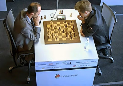 Magnus Carlsen corrige Topalov en Blitz