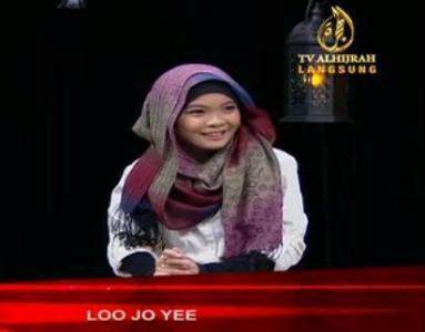 loo+jo+yee+peluk+islam.jpg