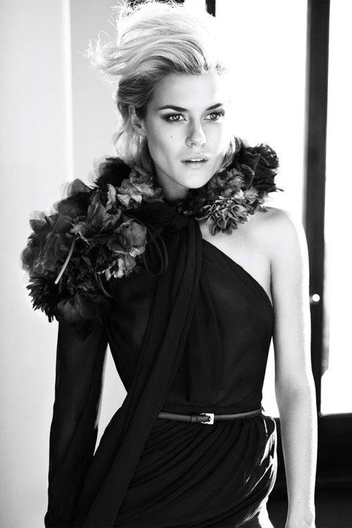 Rachael Taylor Shows Her Beauty In Vogue Australia !