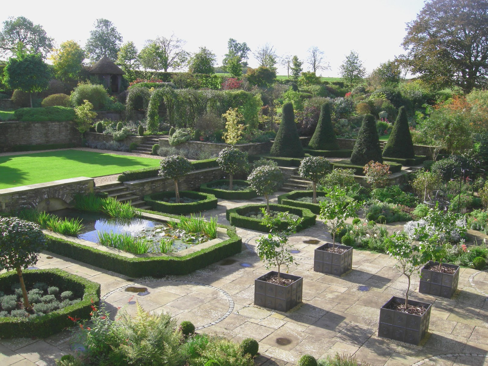 Garden maintenance and landscape services in for Complete garden services