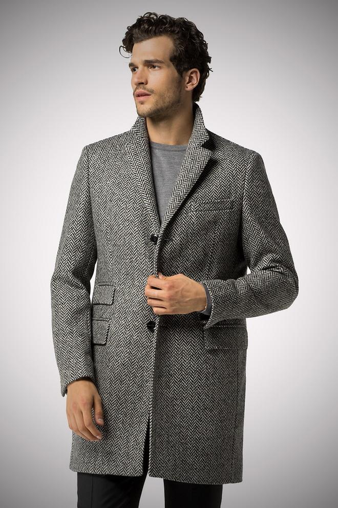 Конечно последние тенденции моды мужского пальто сезона 2015 2016 включают  обновленную стилистику моделей 70х-80х годов ХХ века. ed809b10df2a8