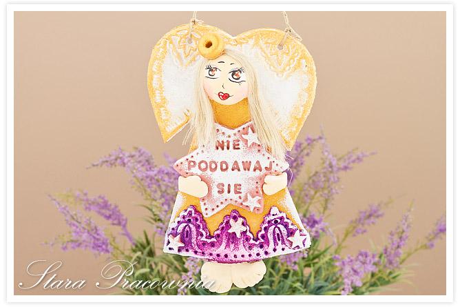 aniołek z masy solnej, anioł z masy solnej, masa solna, figurka z masy solnej, salt dough, aniołek z napisem