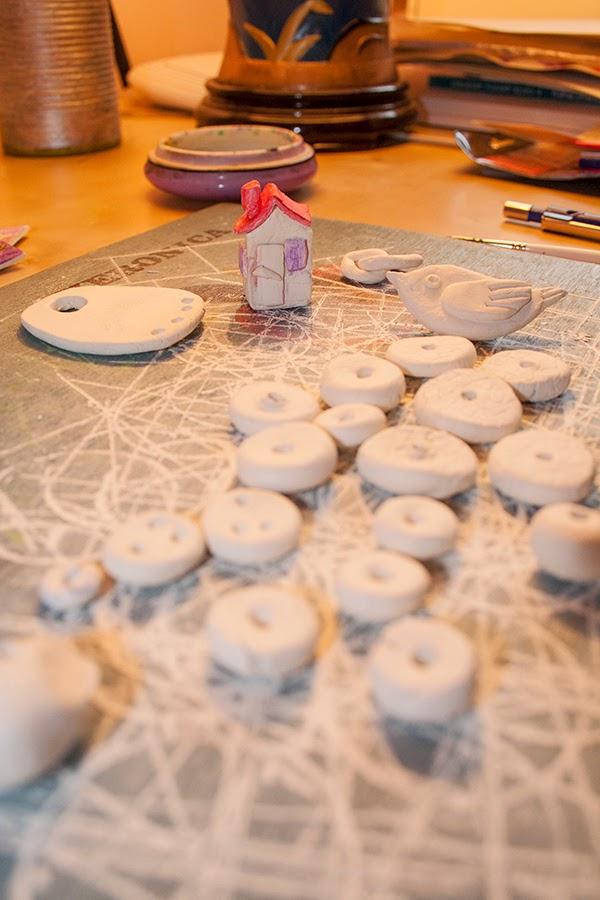 ornamente din lut alb