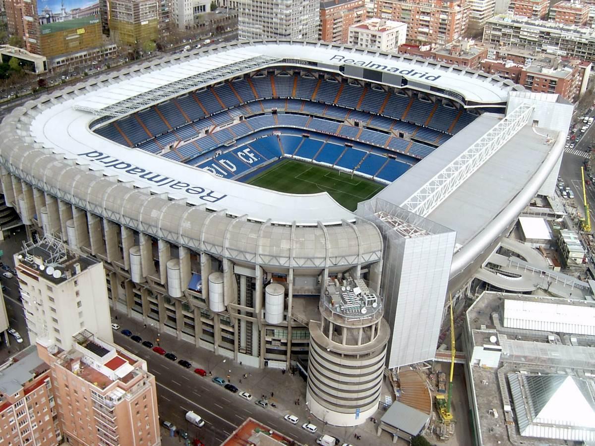 Travel around spain madrid for football fanatics for Puerta 8 bernabeu