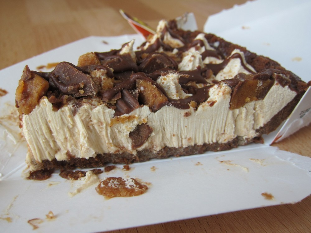 Review: Jack in the Box - Reese's Peanut Butter Cup Pie | Brand Eating