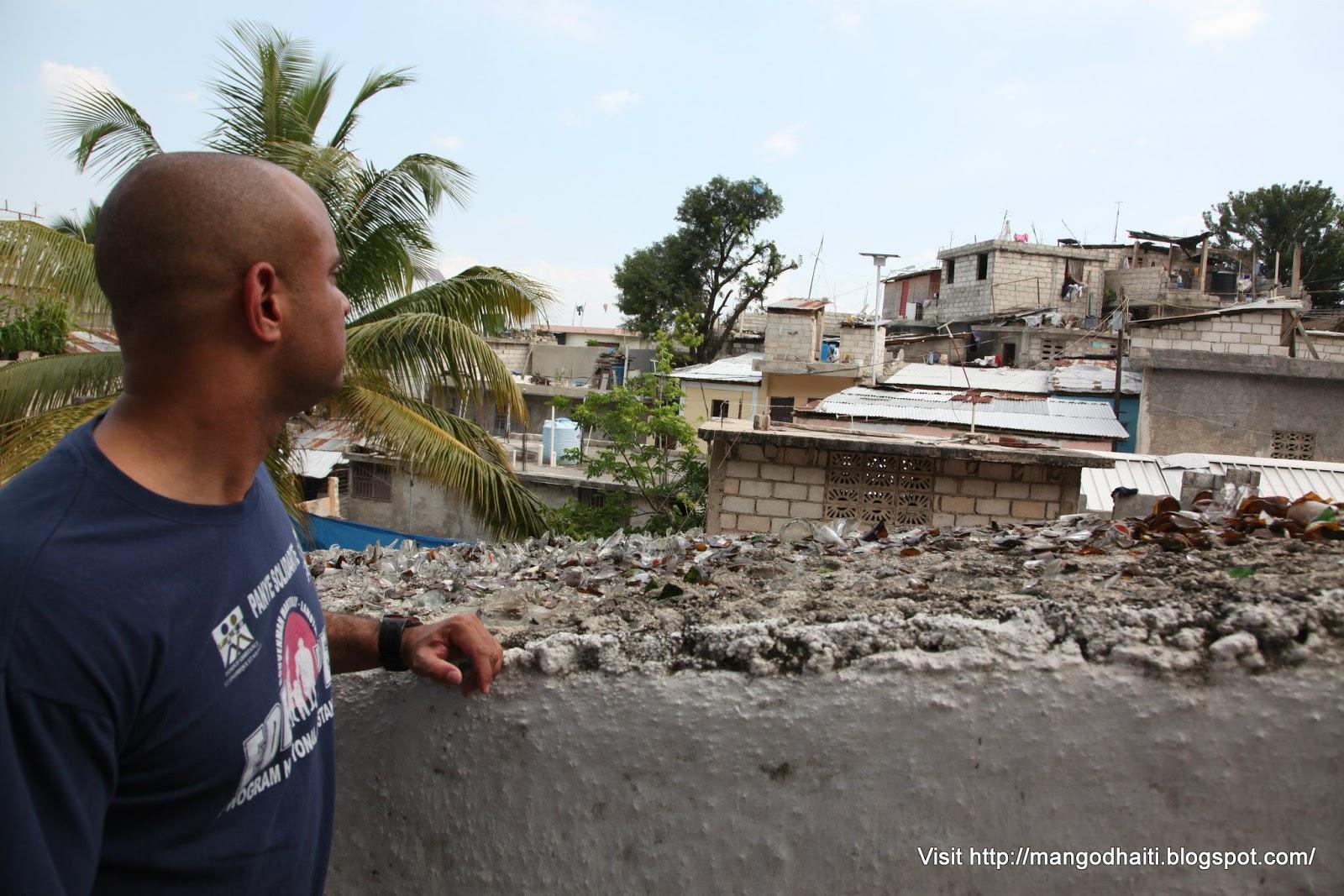 Laurent lamothe le premier ministre visite le quartier du for Medlab canape vert haiti