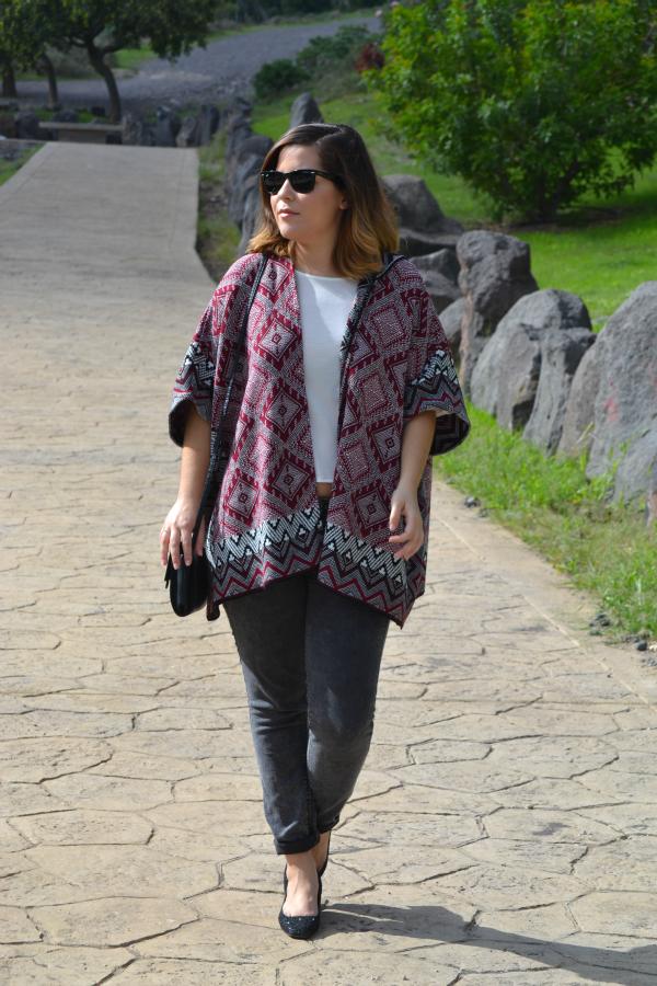 look_outfit_como_combinar_poncho_zapatos_purpurina_lolalolailo_03