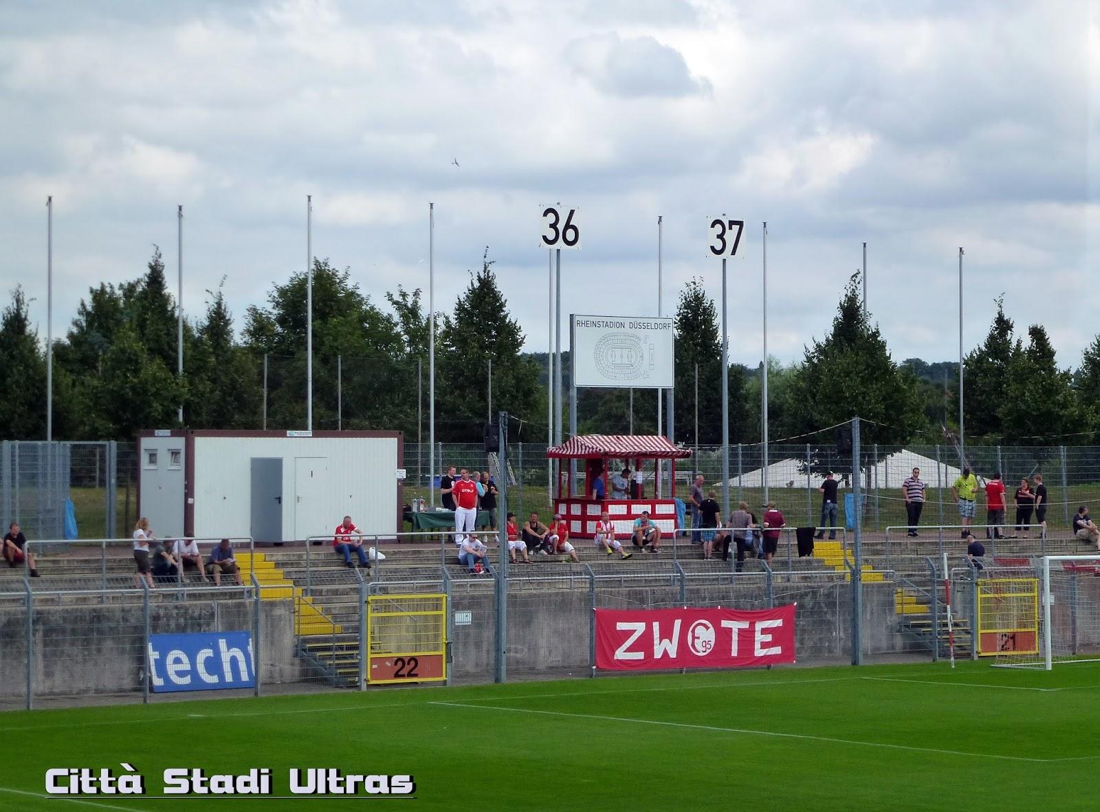 citt stadi ultras fortuna d sseldorf ii rot wei essen. Black Bedroom Furniture Sets. Home Design Ideas