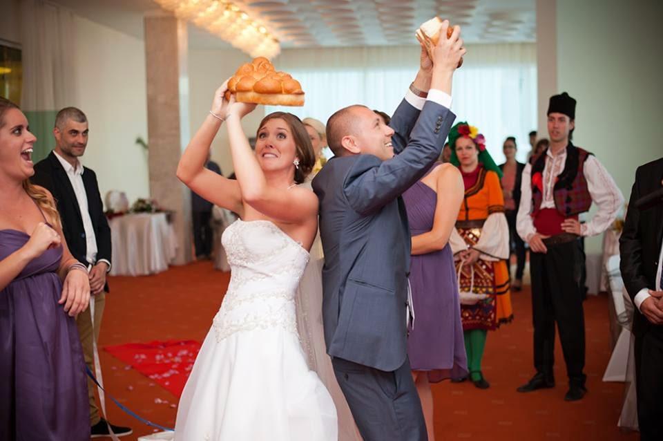 чупене на питата на сватбата кой ще командва