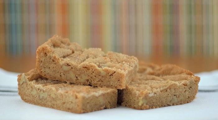 Food Hunter's Guide to Cuisine: Pecan Snickerdoodle Blondies
