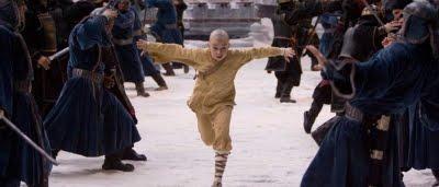 Aang (Noah Ringer) en plein combat dans Avatar, Le Dernier maître de l'air