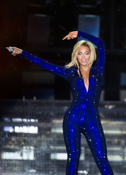 beyonce catsuit, beyonce new hairstyle,