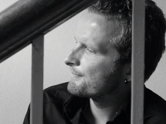 Martin Thomas, singer\songwriter from Denmark on R&R World ArenaCast E102.