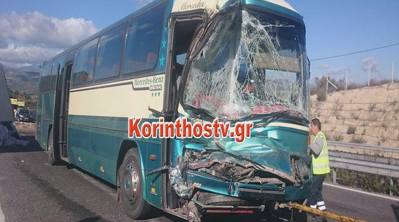 Βίντεο: Τρεις τραυματίες από σύγκρουση λεωφορείου των ΚΤΕΛ με φορτηγό στην Κορίνθου-Τριπόλεως