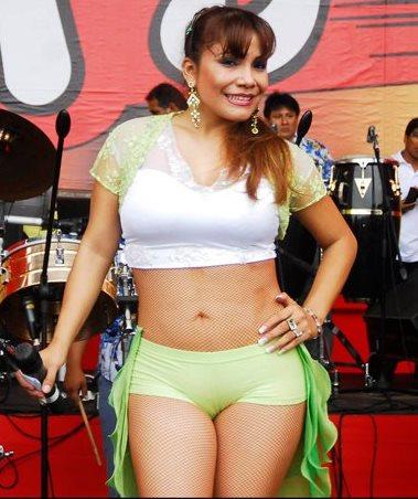Marisol posando en el escenario con bella sonrisa