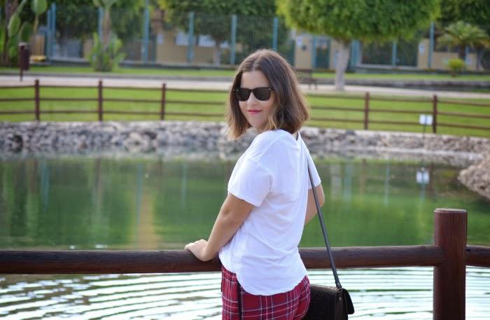 look_outfit_short_tartan_zapatos_pinchos_pico_zara_lolalolailo_03