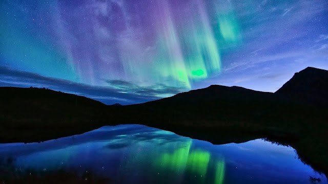 Norway night Northern lights blue lake water reflection HD Wallpaper